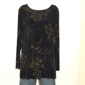 Chico's travelers top size-2-M.  A119